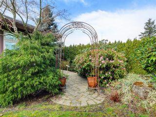Photo 3: 1856 Hillcrest Ave in Saanich: SE Gordon Head House for sale (Saanich East)  : MLS®# 869213