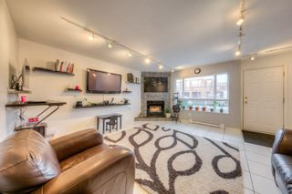 """Photo 3: 212 3978 ALBERT Street in Burnaby: Vancouver Heights Townhouse for sale in """"HERITAGE GREEN"""" (Burnaby North)  : MLS®# R2237019"""