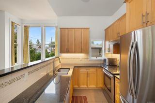 Photo 4: 2 1731 Albert Ave in Victoria: Vi Jubilee Row/Townhouse for sale : MLS®# 886521