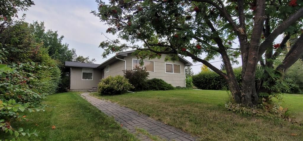 Main Photo: 11 GATEWAY Drive SW in Calgary: Glendale Detached for sale : MLS®# A1145447