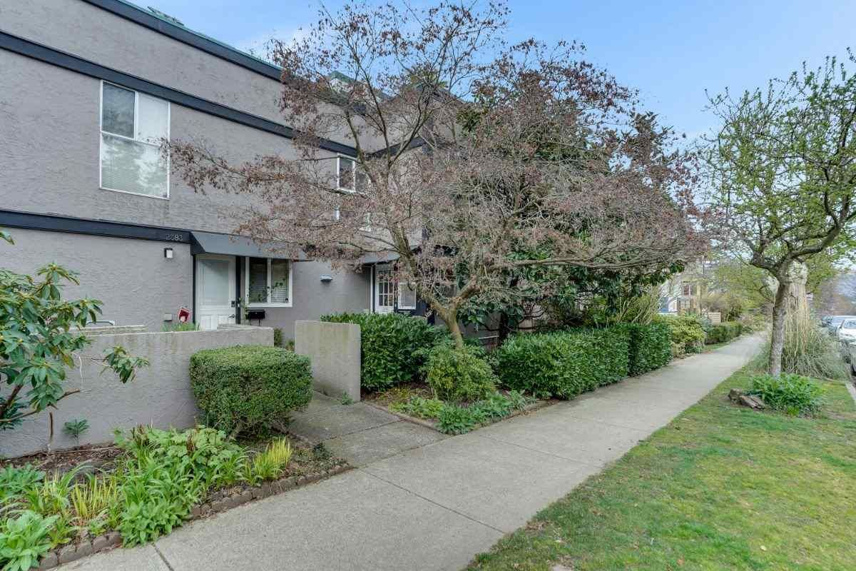 Main Photo: 2379 CYPRESS Street in Vancouver: Kitsilano Townhouse for sale (Vancouver West)  : MLS®# R2560555