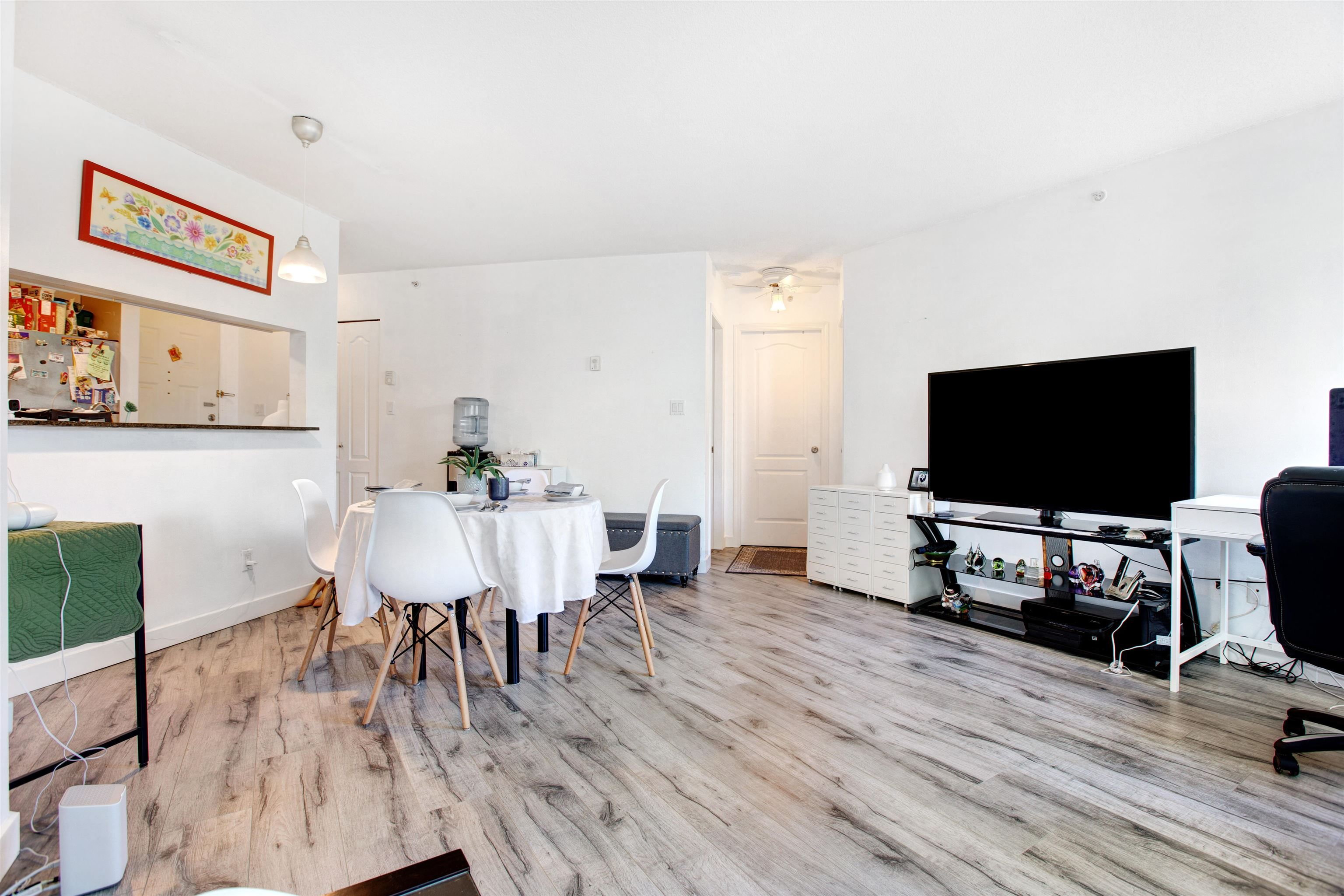 """Main Photo: 309 3455 ASCOT Place in Vancouver: Collingwood VE Condo for sale in """"QUEEN'S COURT"""" (Vancouver East)  : MLS®# R2613257"""