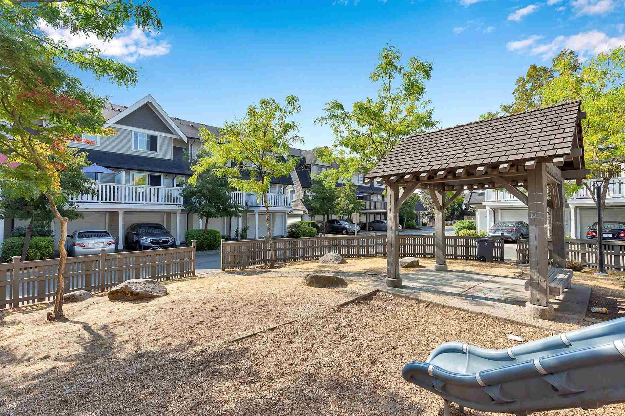 """Photo 32: Photos: 9 15871 85 Avenue in Surrey: Fleetwood Tynehead Townhouse for sale in """"Huckleberry"""" : MLS®# R2606668"""
