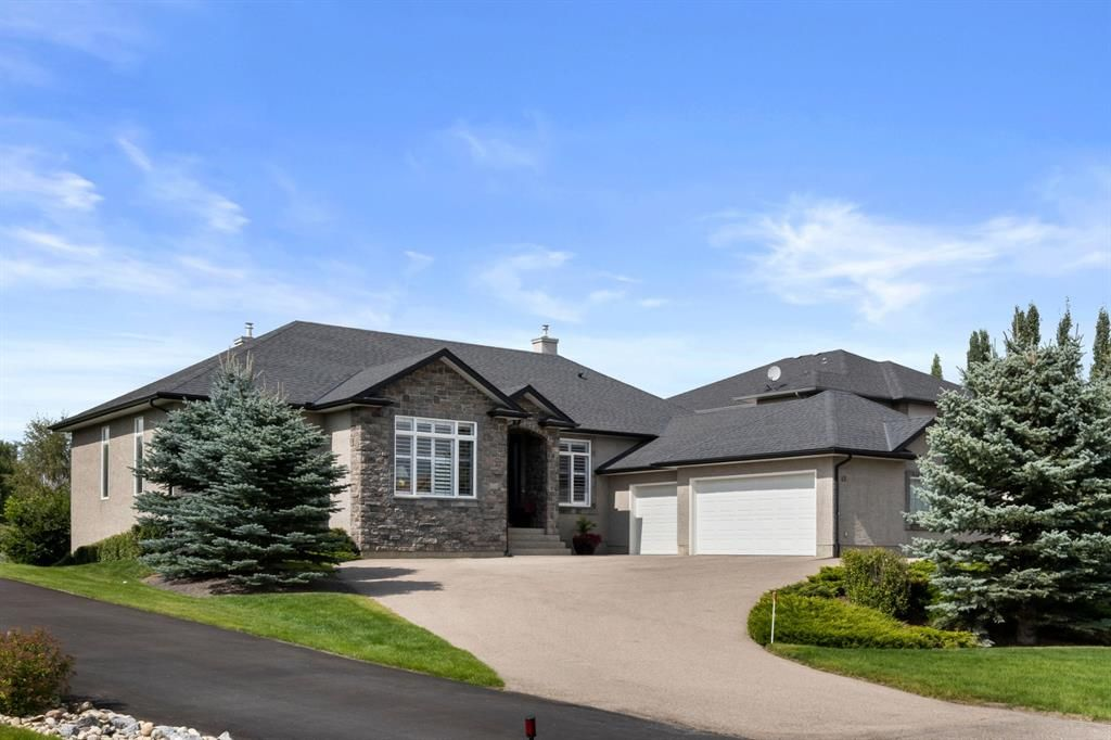 Photo 4: Photos: 15 Lynx Meadows Drive NW: Calgary Detached for sale : MLS®# A1139904