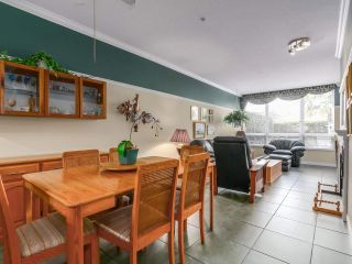 "Photo 3: 128 5800 ANDREWS Road in Richmond: Steveston South Condo for sale in ""THE VILLAS"" : MLS®# R2142147"