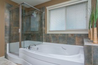 """Photo 13: 17728 68TH Avenue in Surrey: Cloverdale BC House for sale in """"Cloverdale"""" (Cloverdale)  : MLS®# R2252665"""