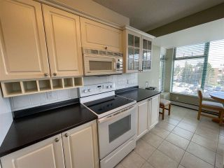 """Photo 8: 303 15466 NORTH BLUFF Road: White Rock Condo for sale in """"THE SUMMIT"""" (South Surrey White Rock)  : MLS®# R2557297"""