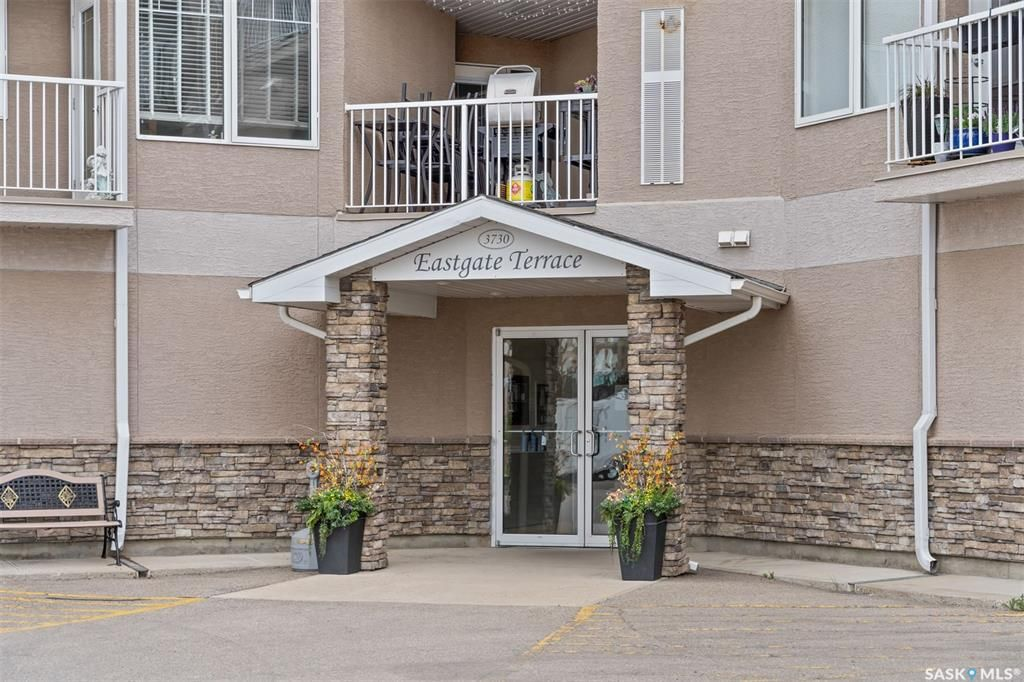 Main Photo: 100 3730 Eastgate Drive East in Regina: East Pointe Estates Residential for sale : MLS®# SK858584