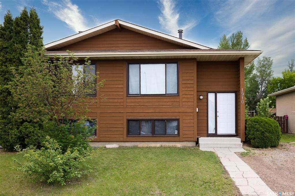 Main Photo: 1910 McKercher Drive in Saskatoon: Lakeview SA Residential for sale : MLS®# SK859303