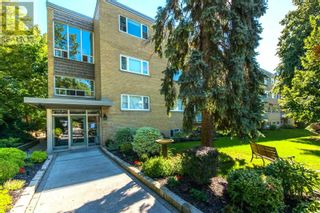 Main Photo: #206 -75 SCARBOROUGH RD N in Toronto: House for sale : MLS®# E5379241