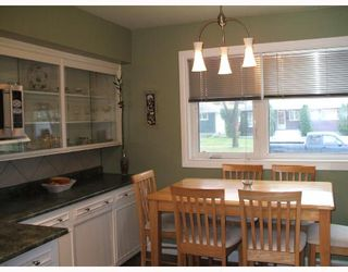Photo 3: 435 MCADAM Avenue in WINNIPEG: West Kildonan / Garden City Single Family Detached for sale (North West Winnipeg)  : MLS®# 2717446