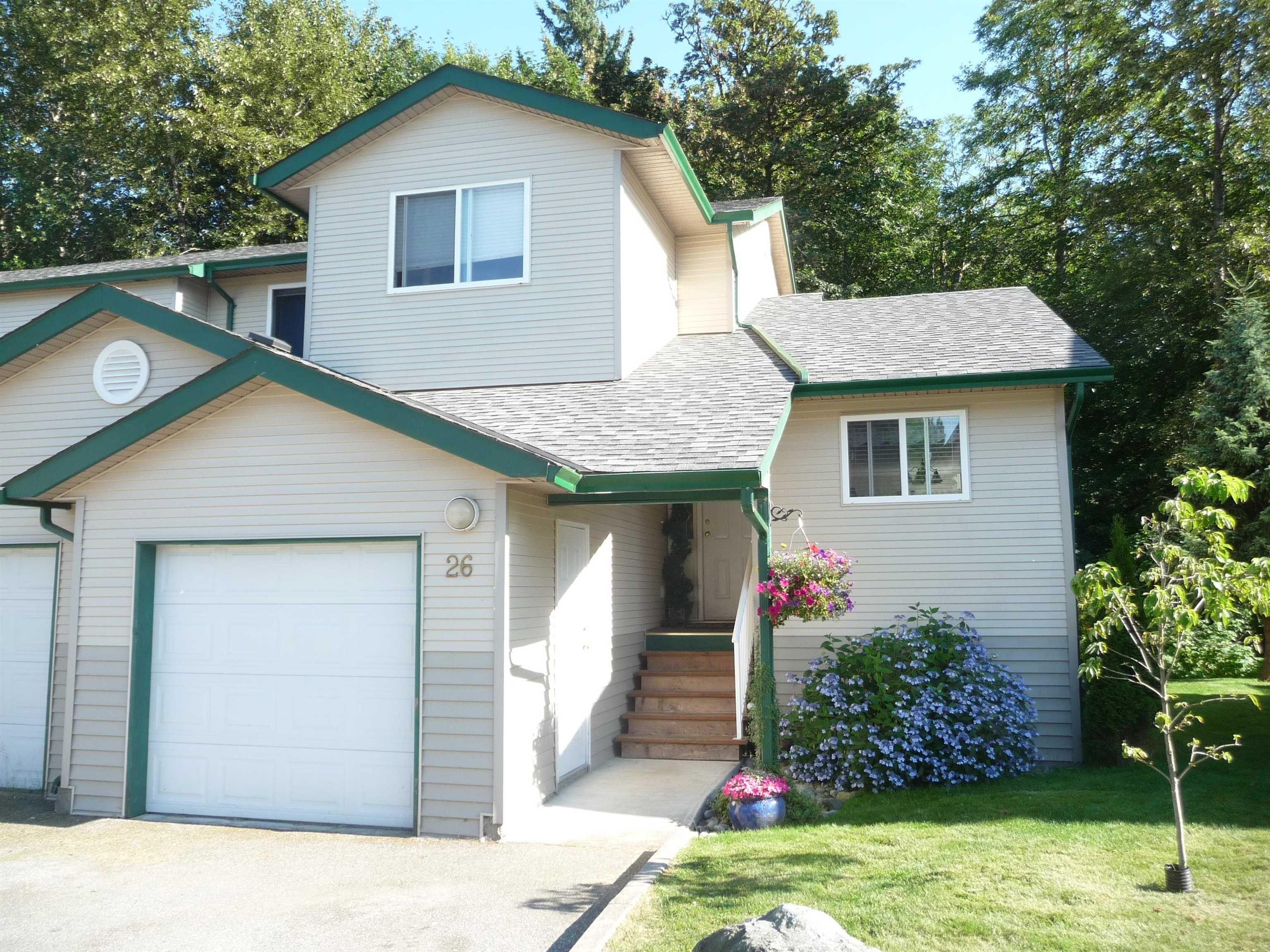 "Main Photo: 26 39920 GOVERNMENT Road in Squamish: Garibaldi Estates Townhouse for sale in ""GARIBALDI ESTATES"" : MLS®# R2620613"