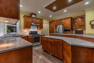 """Photo 8: 5800 167 Street in Surrey: Cloverdale BC House for sale in """"WESTSIDE TERRACE"""" (Cloverdale)  : MLS®# R2487432"""