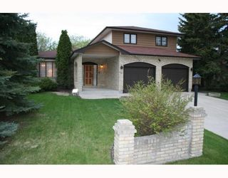 Photo 1: 40 ATTACHE Drive in WINNIPEG: West Kildonan / Garden City Residential for sale (North West Winnipeg)  : MLS®# 2810012
