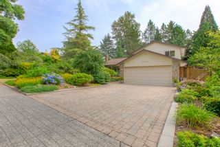"""Photo 4: 3655 LYNNDALE Crescent in Burnaby: Government Road House for sale in """"Government Road Area"""" (Burnaby North)  : MLS®# R2388114"""