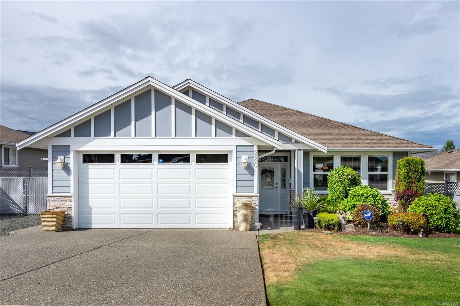Main Photo: 220 Vermont Dr in : CR Willow Point House for sale (Campbell River)  : MLS®# 883889