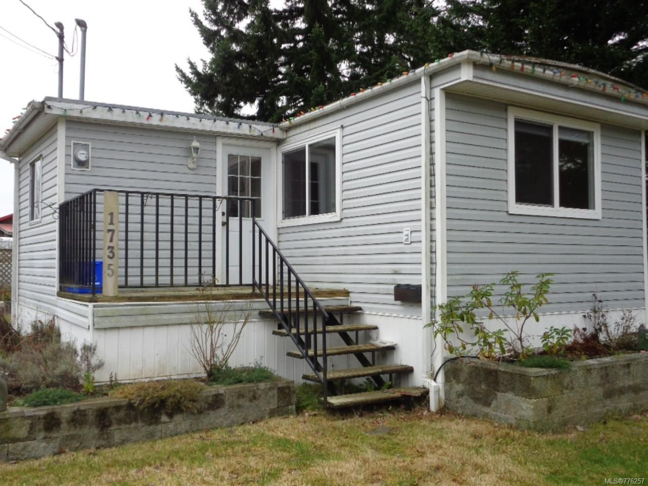 Main Photo: 1735 Willis Rd in CAMPBELL RIVER: CR Campbell River West Manufactured Home for sale (Campbell River)  : MLS®# 776257