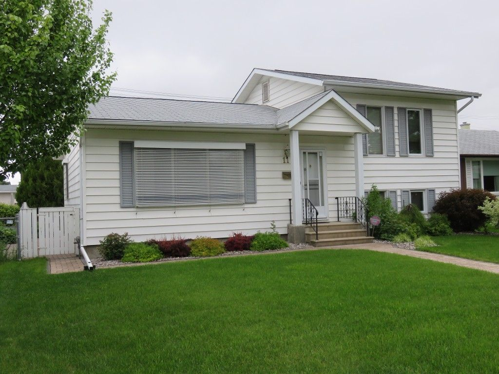 Great Location in Heritage Park. Beautifully Maintained 1529 sf 4 Bedroom 4 Level Split Home, 24x19 DT2, Landscaped 50x100 Lot. Maintenance Free Vinyl Siding, Tri-pane Windows, w/w carpet over Oak Hardwoods in Living Room & Dining Room & 4 Bedrooms.