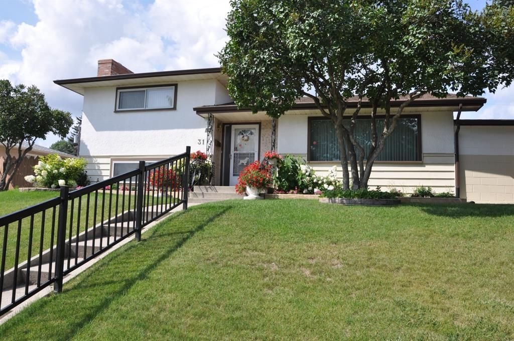 Main Photo: 31 Fenton Road SE in Calgary: Fairview Detached for sale : MLS®# A1140642