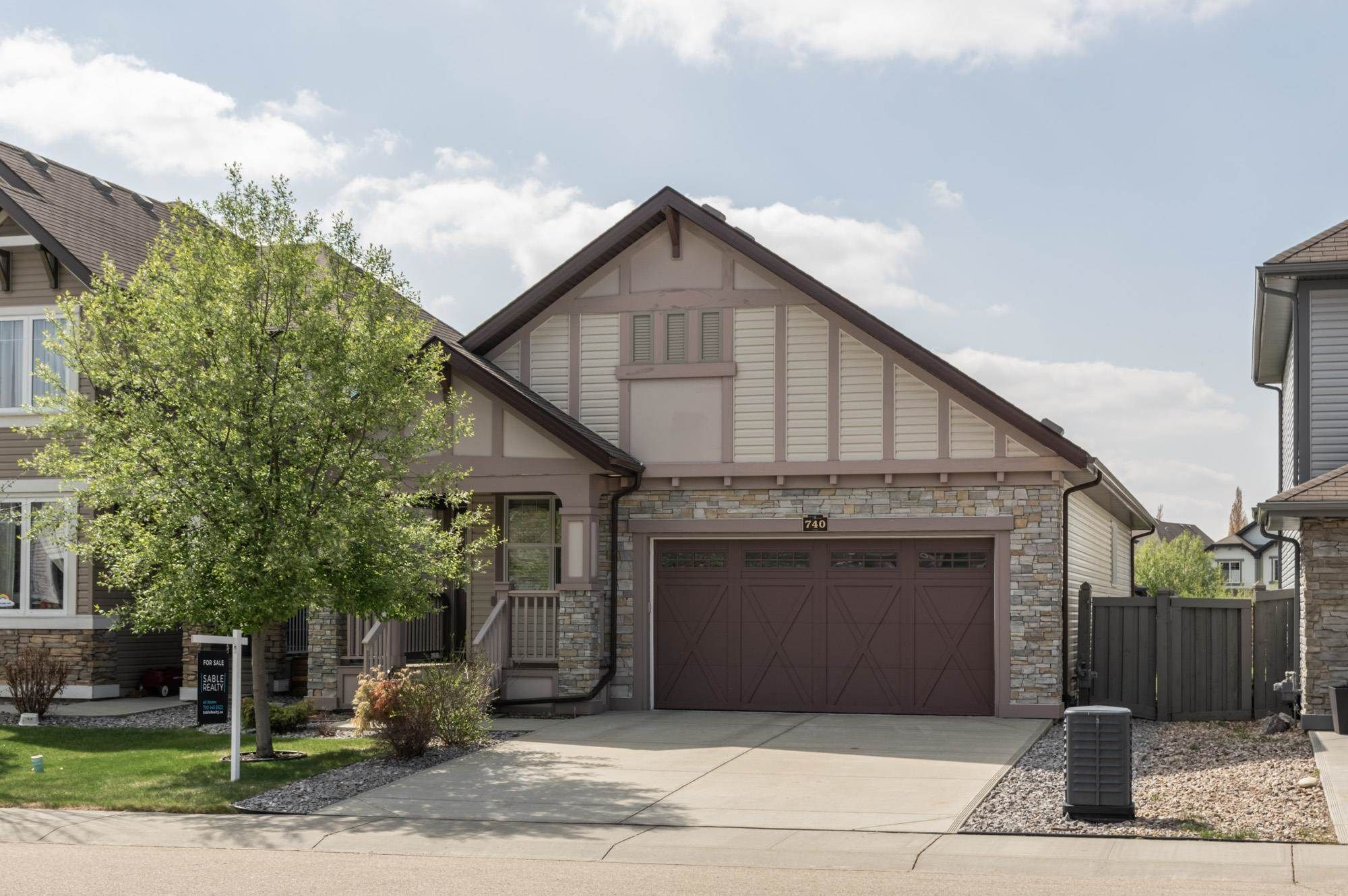 Main Photo: 740 HARDY Point in Edmonton: Zone 58 House for sale : MLS®# E4245565