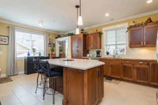 """Photo 6: 23029 JENNY LEWIS Avenue in Langley: Fort Langley House for sale in """"BEDFORD LANDING"""" : MLS®# R2359056"""