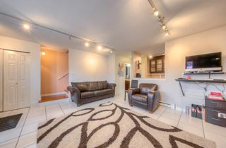 """Photo 4: 212 3978 ALBERT Street in Burnaby: Vancouver Heights Townhouse for sale in """"HERITAGE GREEN"""" (Burnaby North)  : MLS®# R2237019"""