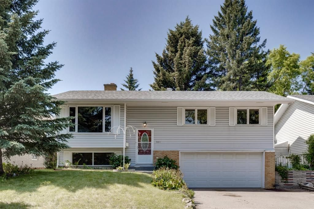 Main Photo: 5011 Vienna Drive NW in Calgary: Varsity Detached for sale : MLS®# A1130338