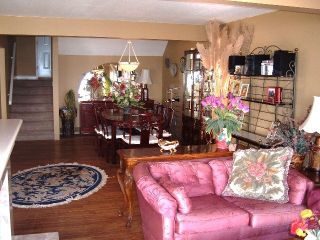 Photo 3: 15123 Columbia Ave in White Rock: Home for sale