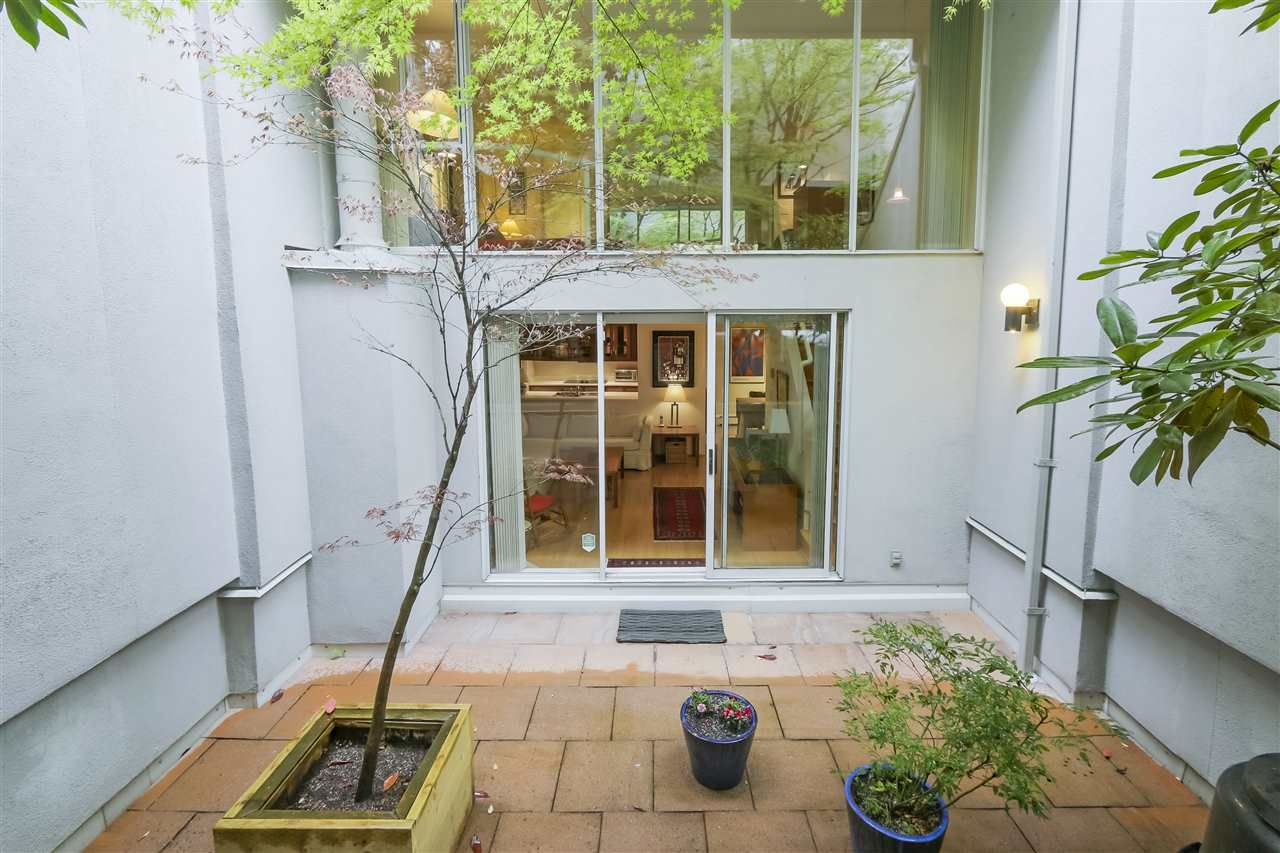 Main Photo: 1033 W 8TH Avenue in Vancouver: Fairview VW Townhouse for sale (Vancouver West)  : MLS®# R2357973