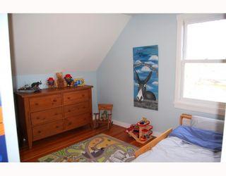 "Photo 8: 5218 PRINCE EDWARD Street in Vancouver: Fraser VE House for sale in ""MAIN/FRASER"" (Vancouver East)  : MLS®# V750728"