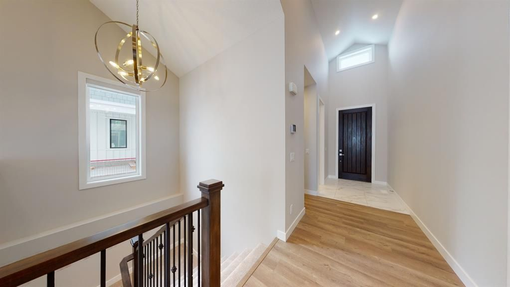 Photo 6: Photos: 38 Crestridge Bay SW in Calgary: Crestmont Row/Townhouse for sale : MLS®# A1073636