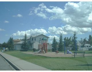 Photo 2: 59 APPLEWOOD Way SE in CALGARY: Applewood Residential Detached Single Family for sale (Calgary)  : MLS®# C3340355
