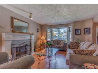 Photo 2: 1300 Layritz Pl in VICTORIA: SW Layritz House for sale (Saanich West)  : MLS®# 700701