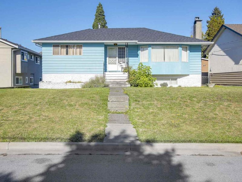 FEATURED LISTING: 6815 YEOVIL Place Burnaby