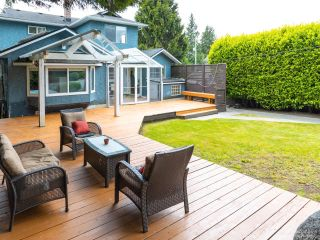 Photo 1: 206 W 23RD Street in North Vancouver: Central Lonsdale House for sale : MLS®# R2605422