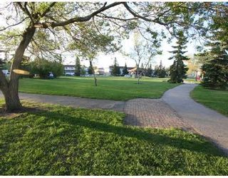 Photo 9: 53 RADCLIFFE Close SE in CALGARY: Radisson Heights Residential Attached for sale (Calgary)  : MLS®# C3346576