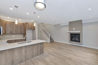 Photo 3: 937 Echo Valley Pl in : La Bear Mountain Row/Townhouse for sale (Langford)  : MLS®# 875844