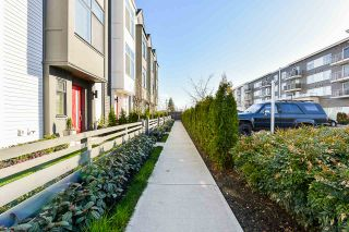 """Photo 2: 97 17568 57A Avenue in Surrey: Cloverdale BC Townhouse for sale in """"HAWTHORNE"""" (Cloverdale)  : MLS®# R2554938"""