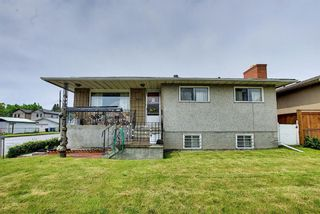 Photo 2: 1839 38 Street SE in Calgary: Forest Lawn Detached for sale : MLS®# A1147912