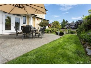 Photo 4: 3996 South Valley Dr in VICTORIA: SW Strawberry Vale House for sale (Saanich West)  : MLS®# 703006