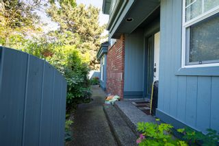 Photo 2: 4 8171 Steveston Hwy in THE MAPLES: South Arm Home for sale ()  : MLS®# V1119933