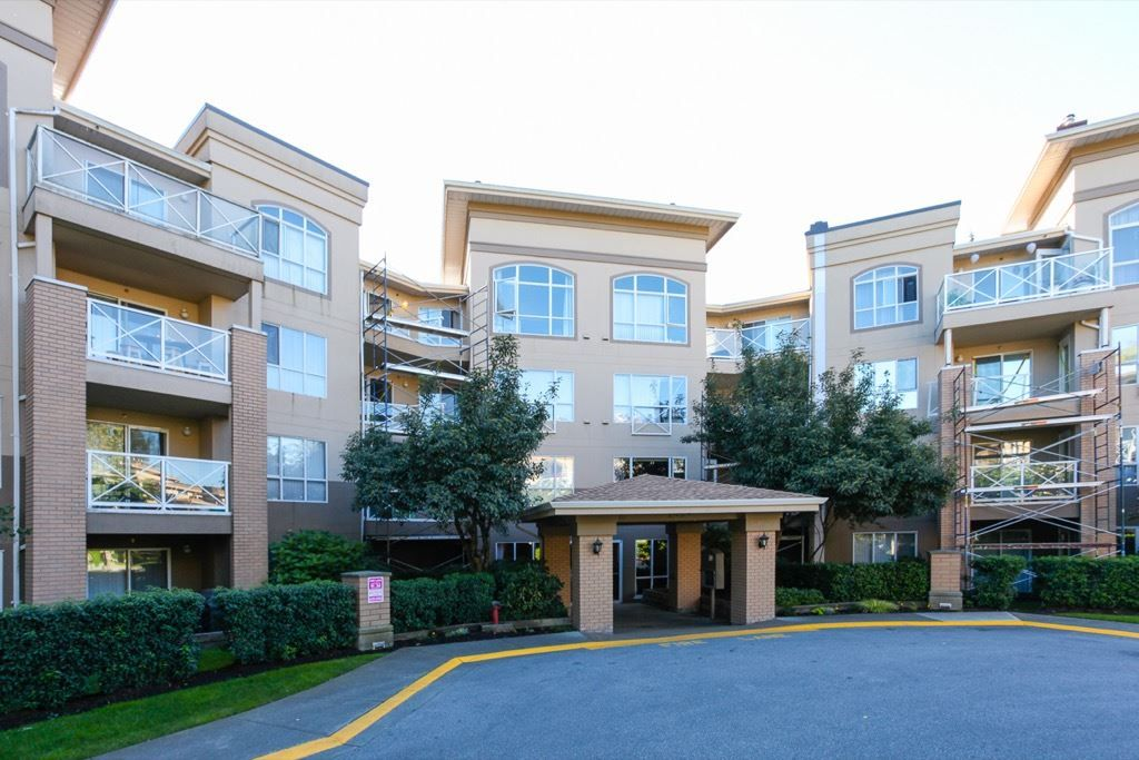 """Main Photo: 411 2559 PARKVIEW Lane in Port Coquitlam: Central Pt Coquitlam Condo for sale in """"THE CRESCENT"""" : MLS®# R2118749"""