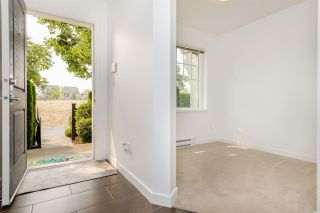 """Photo 2: 16 7348 192A Street in Surrey: Clayton Townhouse for sale in """"The Knoll"""" (Cloverdale)  : MLS®# R2195442"""