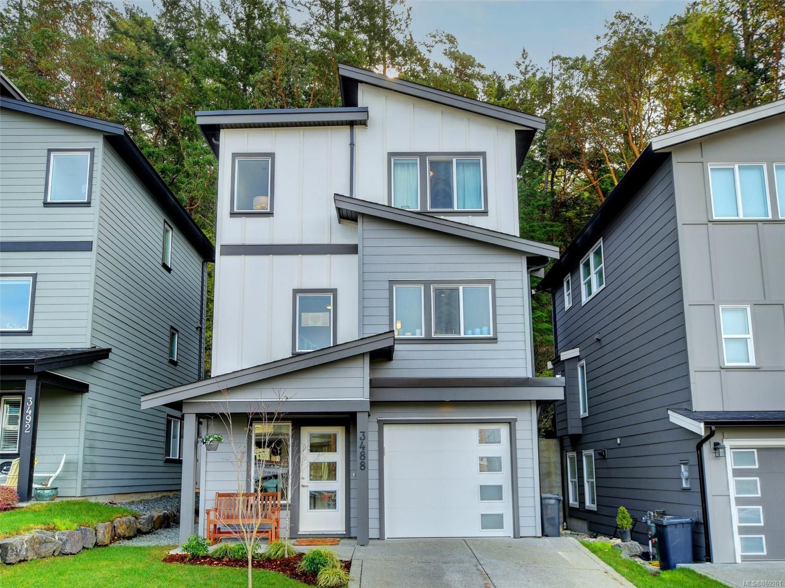 Main Photo: 3488 Myles Mansell Rd in Langford: La Walfred House for sale : MLS®# 869261