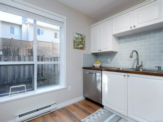 Photo 9: 208 1371 Hillside Ave in : Vi Oaklands Condo for sale (Victoria)  : MLS®# 870353