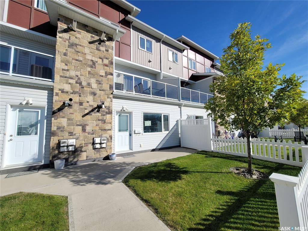 Main Photo: 405 225 Hassard Close in Saskatoon: Kensington Residential for sale : MLS®# SK871535