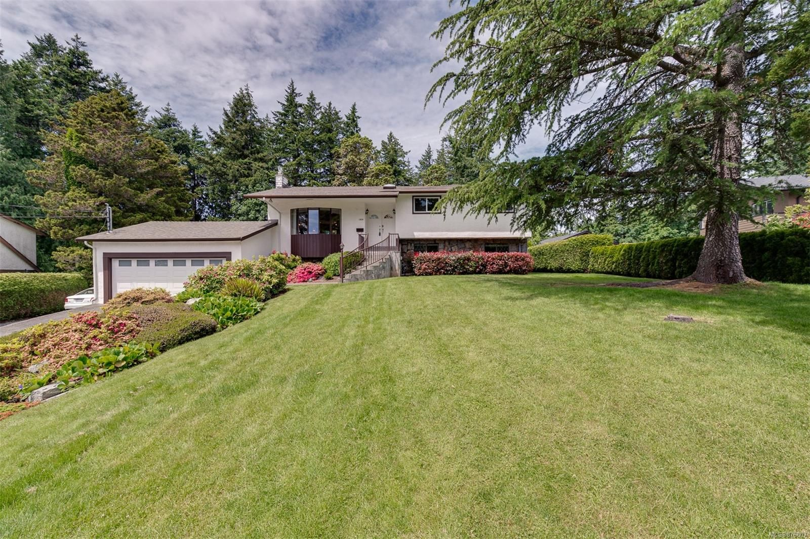 Main Photo: 1956 Sandover Cres in : NS Dean Park House for sale (North Saanich)  : MLS®# 876807