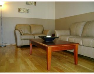 Photo 2: 281 ROSEBERRY Street in WINNIPEG: St James Residential for sale (West Winnipeg)  : MLS®# 2907258