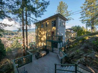 """Photo 4: 313 SKYLINE Drive in Gibsons: Gibsons & Area House for sale in """"THE BLUFF"""" (Sunshine Coast)  : MLS®# R2560064"""