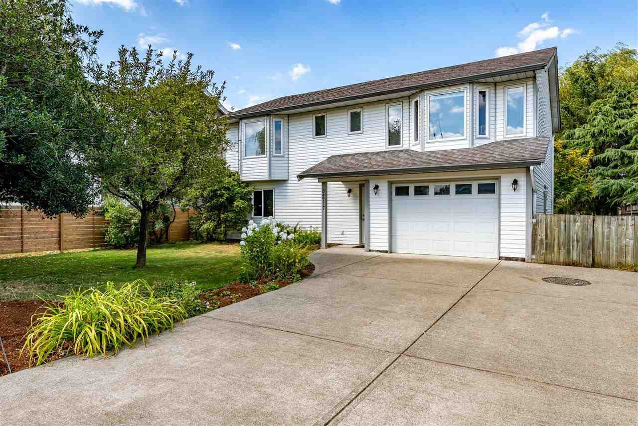 """Photo 1: Photos: 34717 5 Avenue in Abbotsford: Poplar House for sale in """"Huntingdon Village"""" : MLS®# R2483870"""